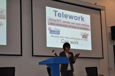 田澤由利講演の様子。英語での講演を行いました。
