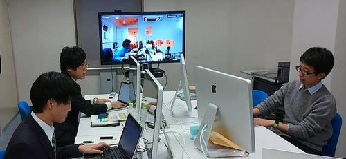 首都圏の会社とはテレビ会議システムでつながり、距離を感じずに仕事ができます